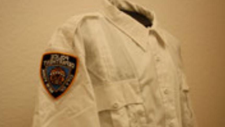 NYPD Lieutnant Langarm