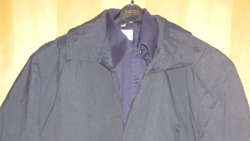 Uniformjacken und Hemden